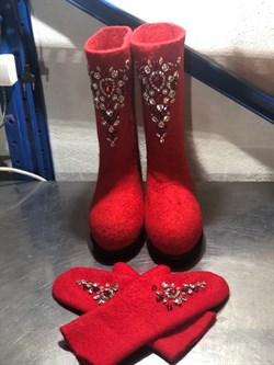 """Валенки женские на подошве в комплекте с варежками, со стразами """"Сьюзи"""" на красном, ручной работы - фото 16010"""