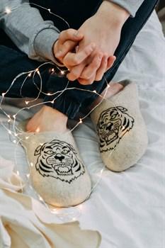"""Мужские валяные тапочки """"Тигр"""" ручной работы - фото 16393"""