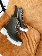 Женские ботинки-берцы черные, натуральная кожа на светлой подошве